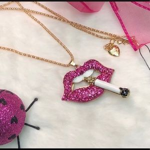 NWT BETSEY JOHNSON HOT LIPS NECKLACE